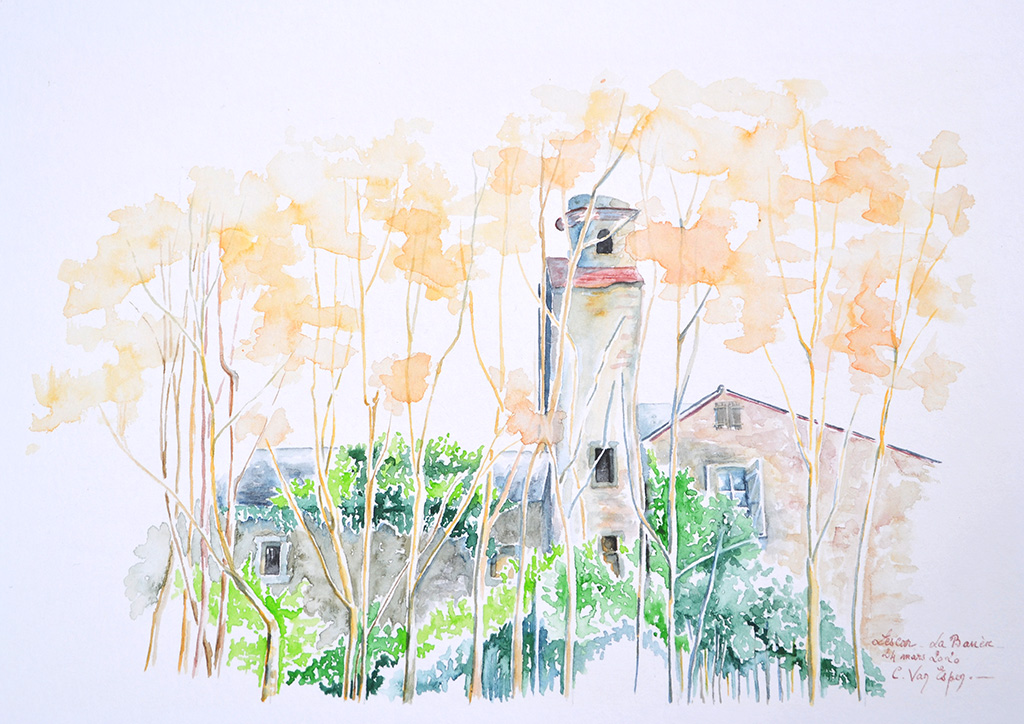 à l'aquarelle, sur une hauteur de face, une tour qui prend appui de part et d'autres sur des bâtis anciens, à gauche il est en ruine ; à droite, il semble sur pied avec une petite toiture. devant en premier plan des arbres (acacias) montent haut, leur feuillage léger est doré.