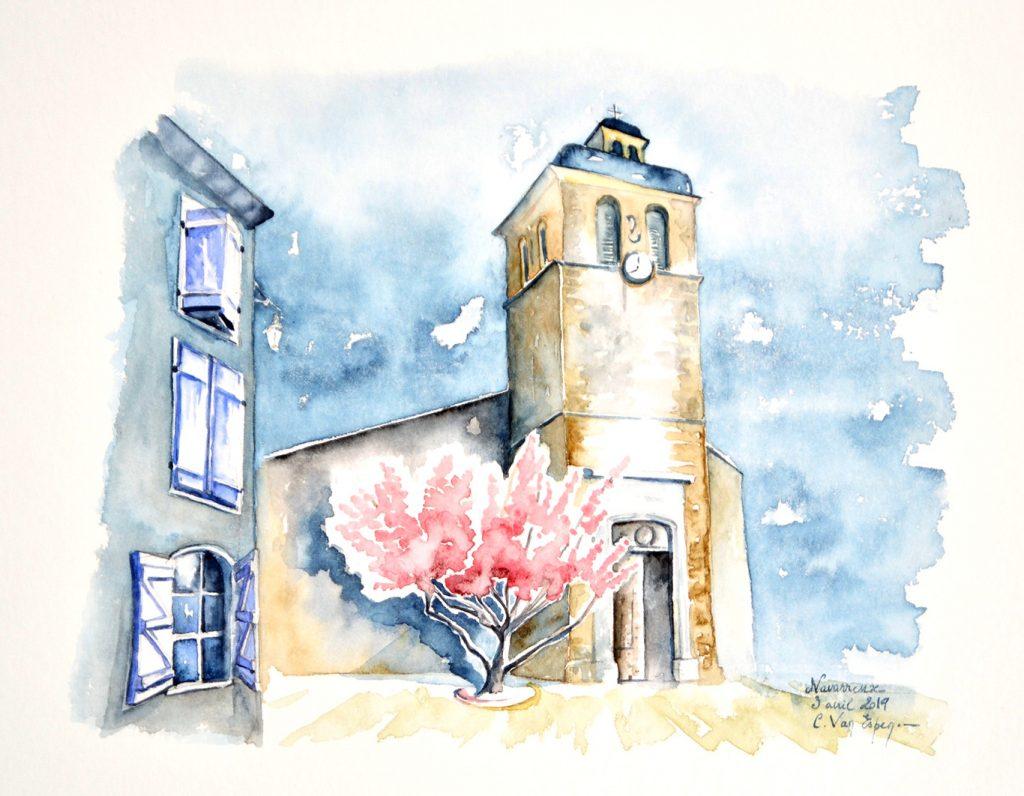 Aquarelles du Béarn, Navarrenx, ke ciocher de l'église Saint-Germain. Au pied, un arbre en fleurs roses. En premier plan, sur la gauche, la fin du mur d'une maison avec une colonne de 3 fenêtres bleues dont celle du bas a les volets ouverts.